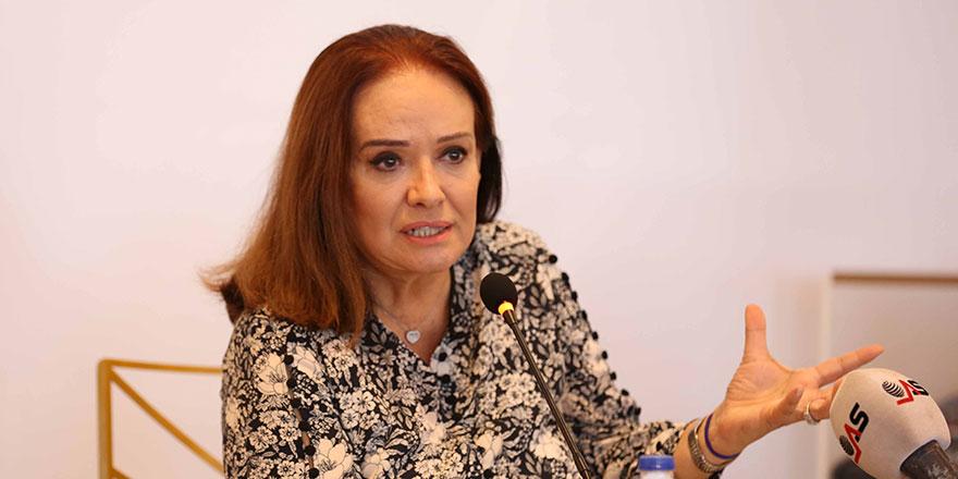 Müjde Ar CHP'li belediye başkanıyla mahkemelik oldu