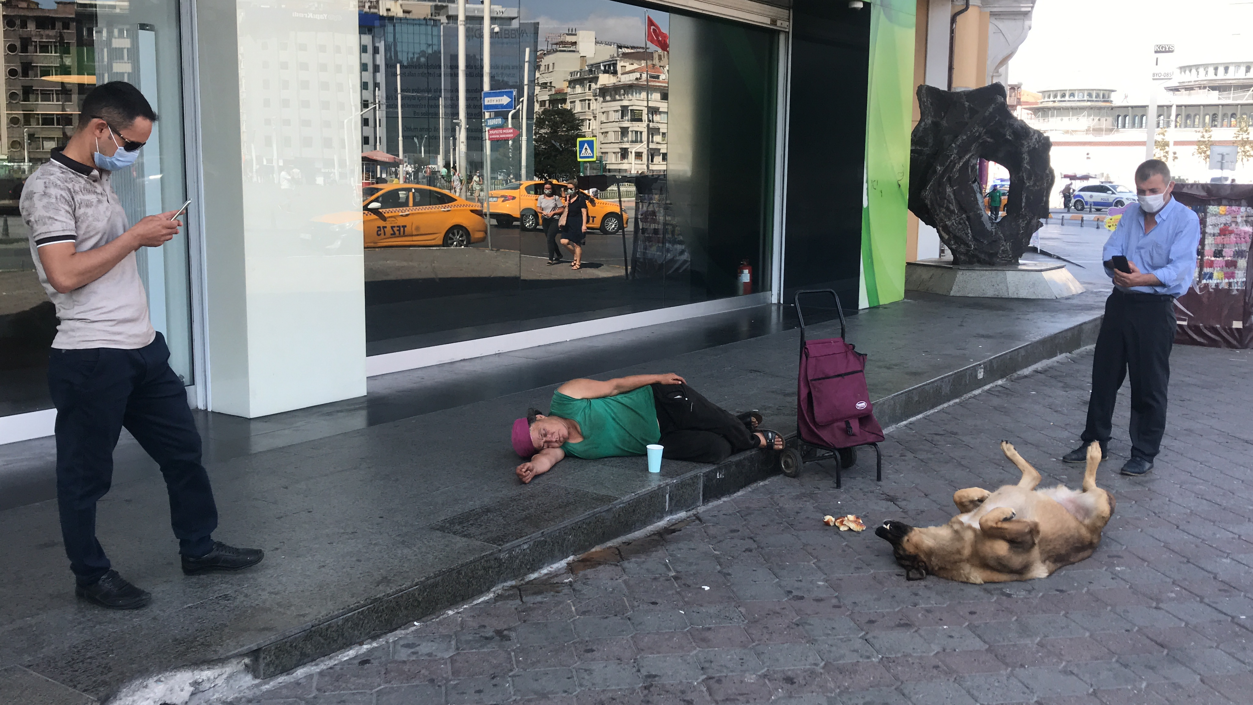Taksim'de dikkat çeken görüntü: Vatandaşlar fotoğrafını çekti